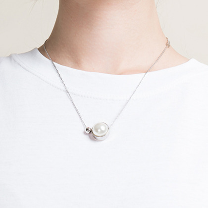 pearl eye necklace