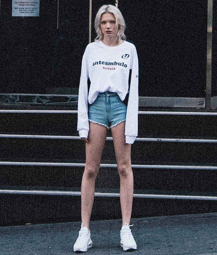 Symbol tape damage denim shorts