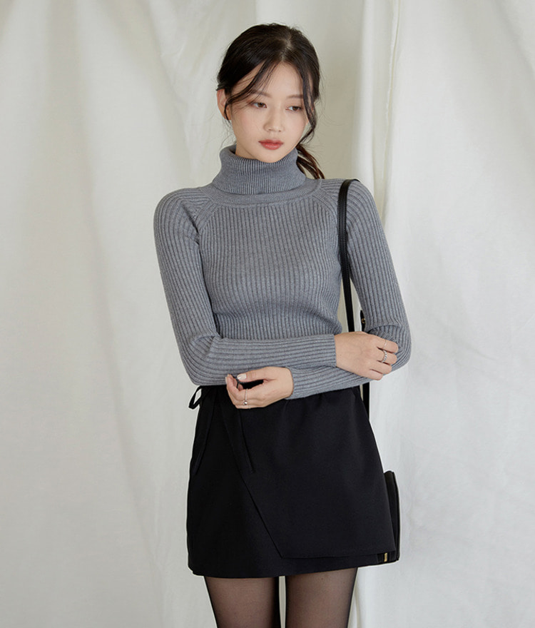 Slim Turtleneck Knit Top
